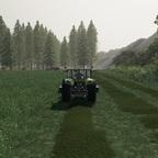 Gras Mähen für Heu zu machen für die Gäulchen